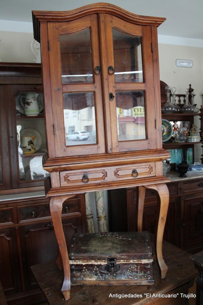 Muebles antiguos antiguedades el anticuario trujillo for Muebles de anticuario