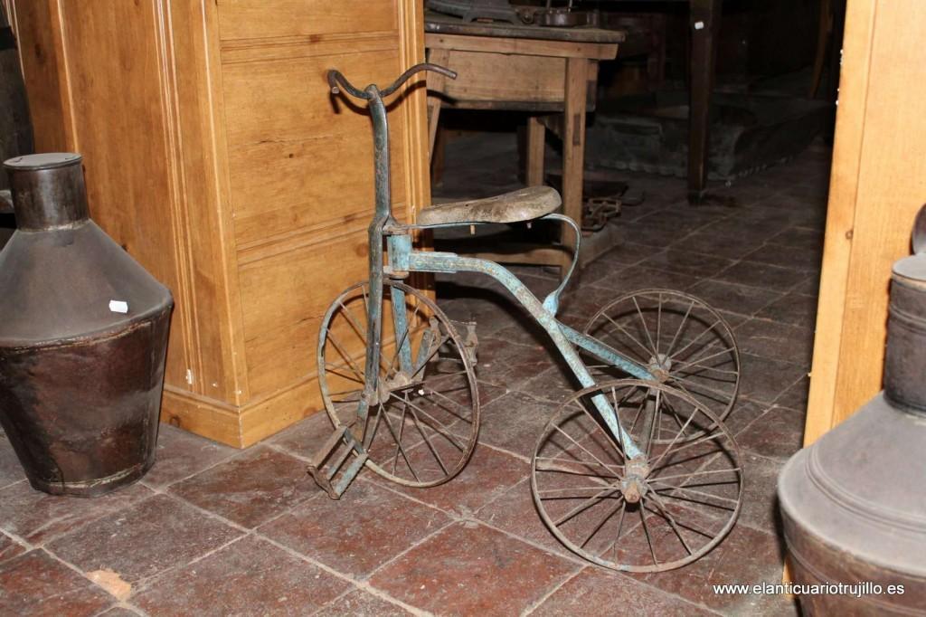 Triciclo infantil antigüo